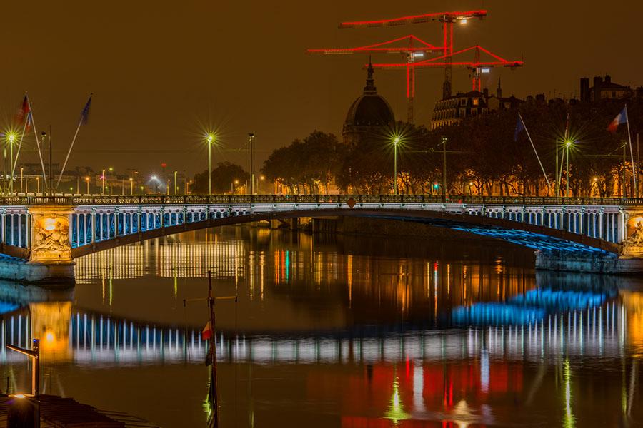 Photo de nuit sur trépied du pont Lafayette sur le fleuve Rhône à Lyon